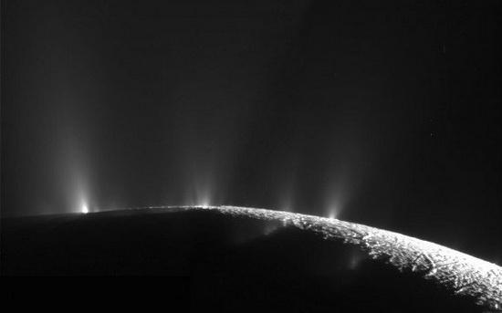 Гейзеры на поверхности Энцелада